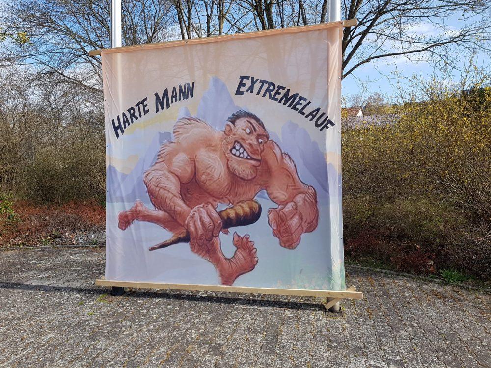 Harte Mann Banner Quelle. A.Zipf