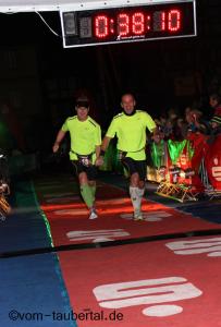 Zieleinlauf Ronny und Armin 7. Rothenburger Lichterlauf