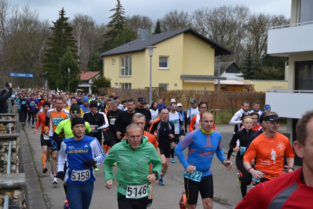13. Bad Windsheimer Weinturmlauf Armin Zipf und Ronny Grosser (blaue Laufshirts) vom TV Niederstetten Lauftreff
