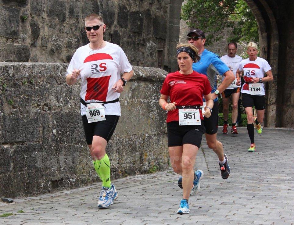 Steffen Frank und Astrid Dinkel auf der Halbmarathonstrecke - Bild (c) by Andrea Frank www.vom-taubertal.de