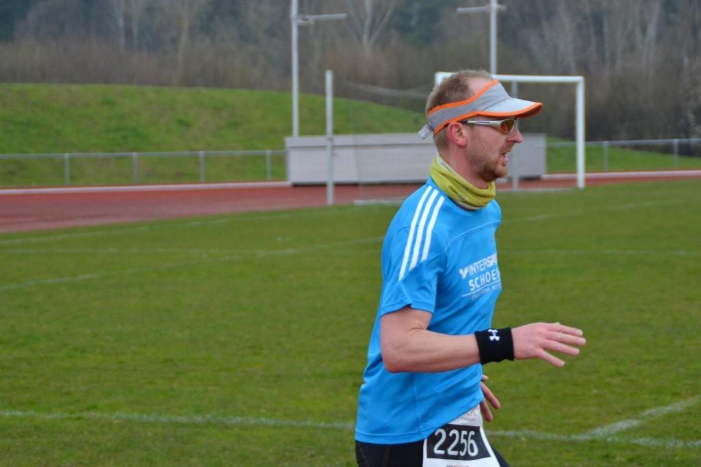 Zieleinlauf Ronny Grosser 37. Osterlauf Rodgau