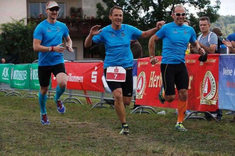 Zieleinlauf Team 2 Ronny, Chris als Nummernträger und Armin