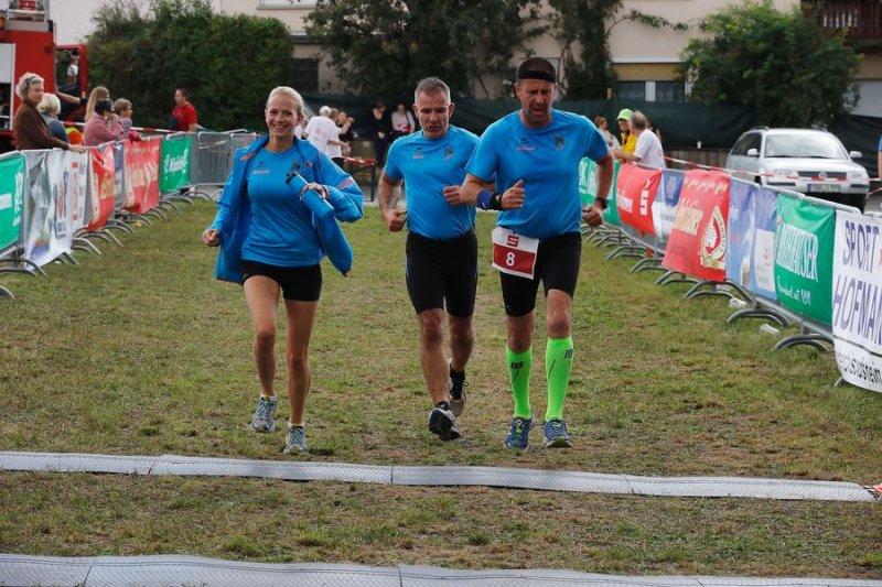 Zieleinlauf Team 4 Hanna, René und als Nummernträger Andreas