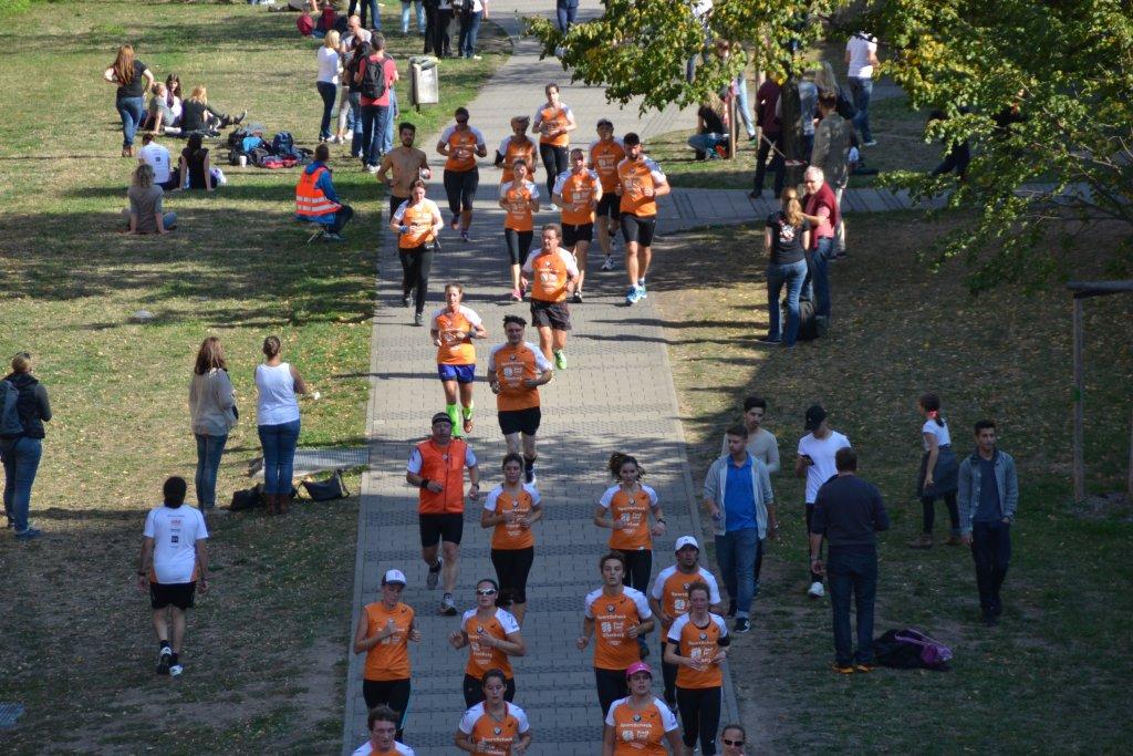 Blick von oben beim 20. SportScheck Stadtlauf Nürnberg