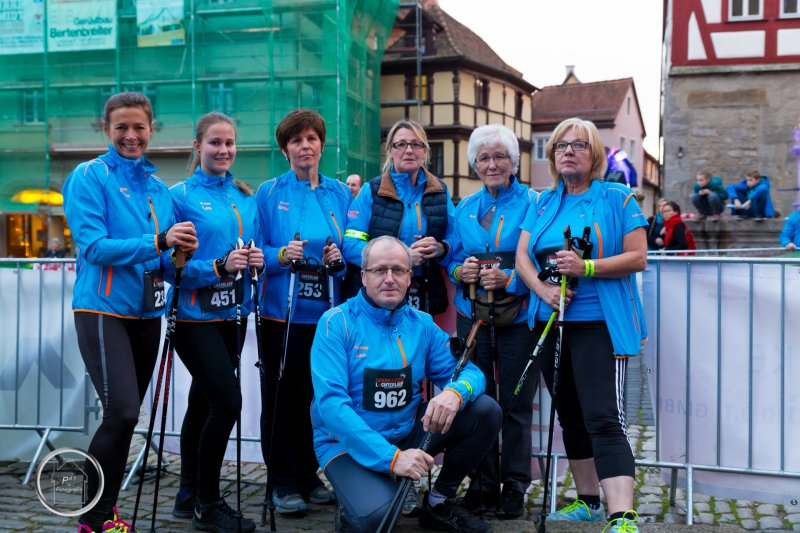 Die steide-runners Nordic Walking Gruppe beim Rothenburger Lichterlauf