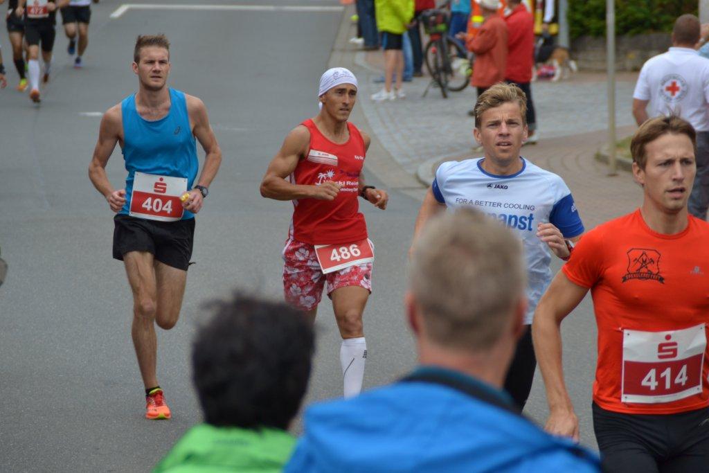 Kay-Uwe (mit Kopftuch) beim 26. Messelauf in Lauda-Königshofen