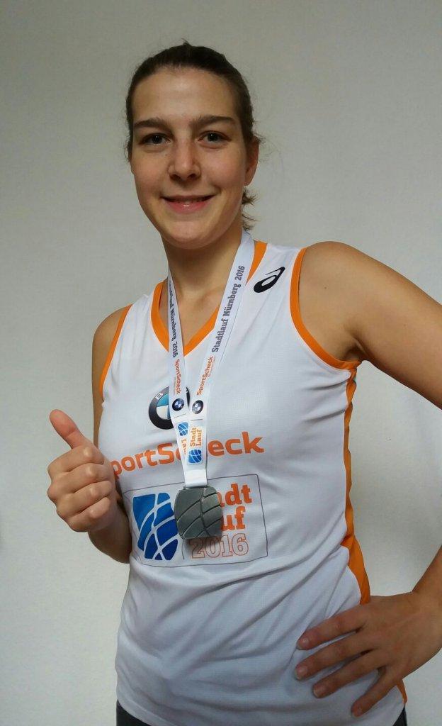 Tina Baumann beim 21. SportSchecklauf in Nürnberg