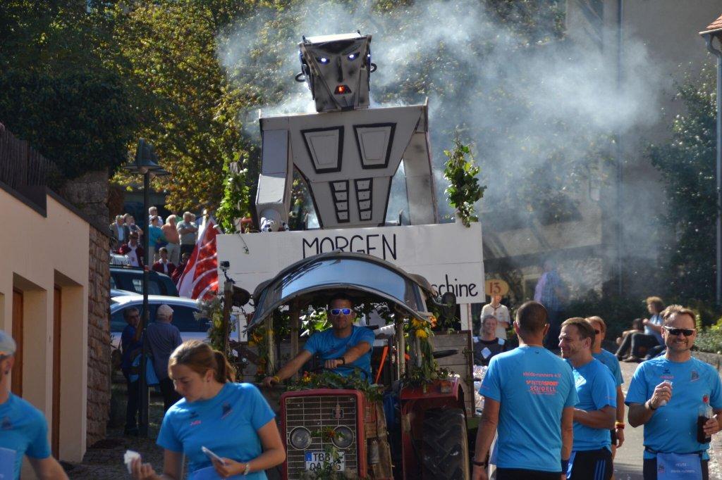 SR16 der steide-runners beim Herbstfestumzug 2016 in Niederstetten