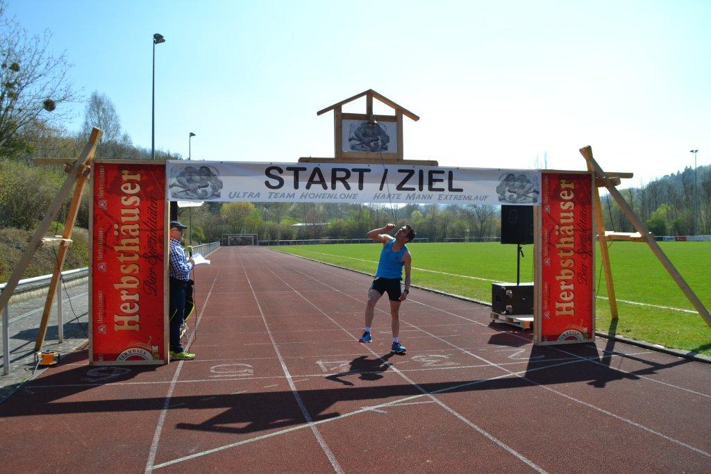 Harald an der Zielglocke im Stadion Niederstetten