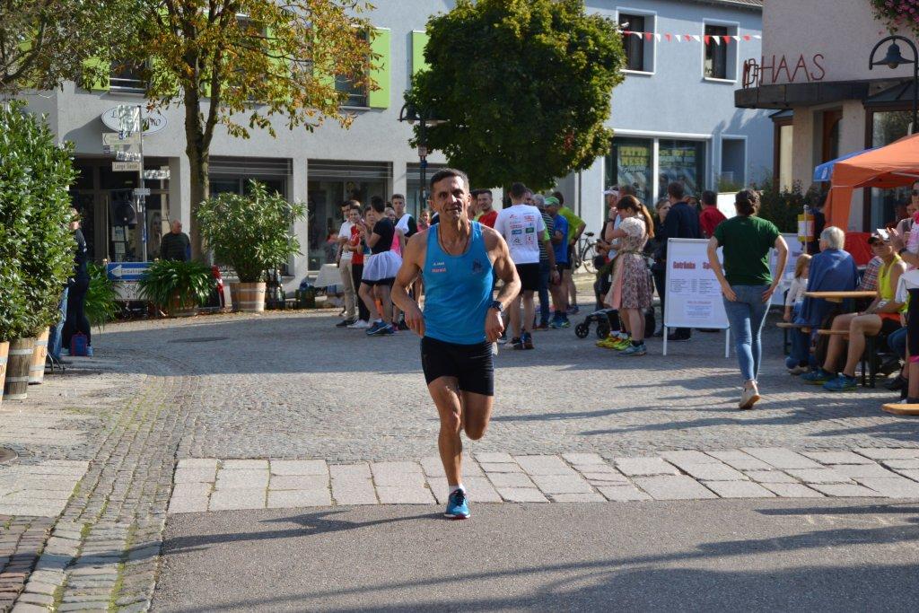 Harald auf der 10km Strecke beim Herbstfestlauf in Niederstetten