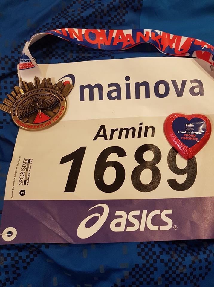 Medaille und Startnummer